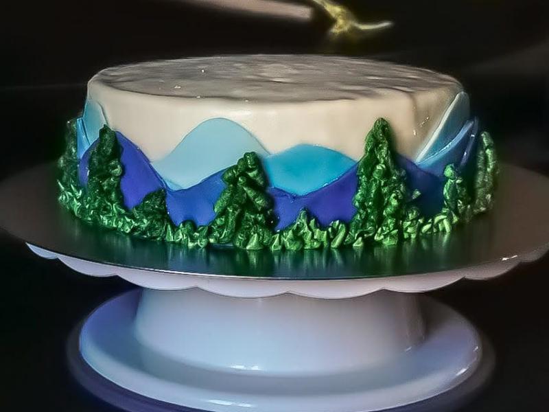 Berg Motiv auf Biskuitteig Torte